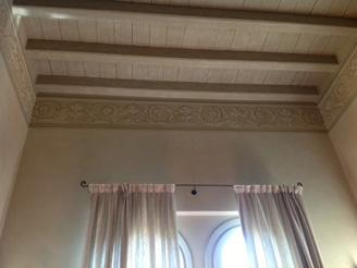 Soffitti con travi a vista finiture firmate for Foto a soffitto con travi in legno a vista