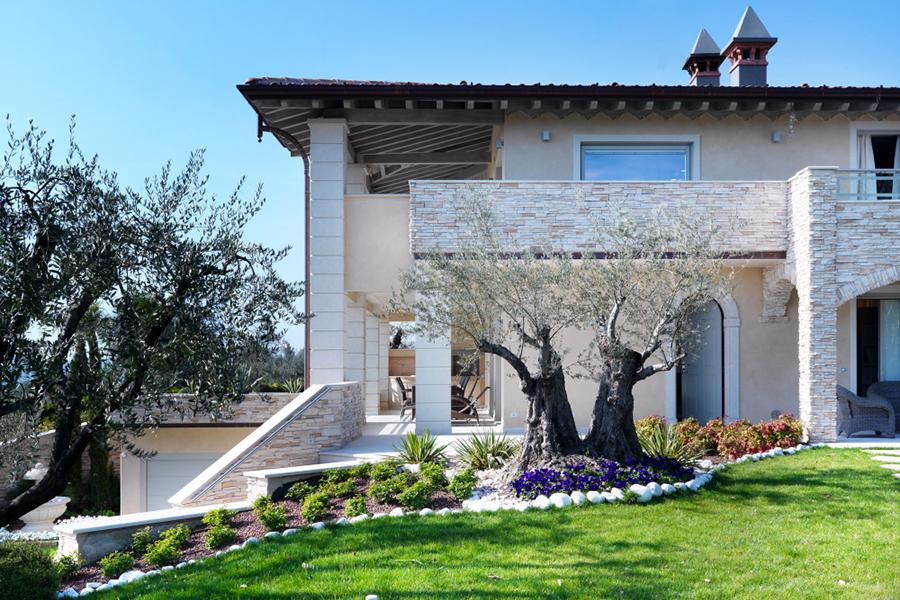 Grande colori facciate esterne moderne qs12 pineglen for Facciate esterne case moderne
